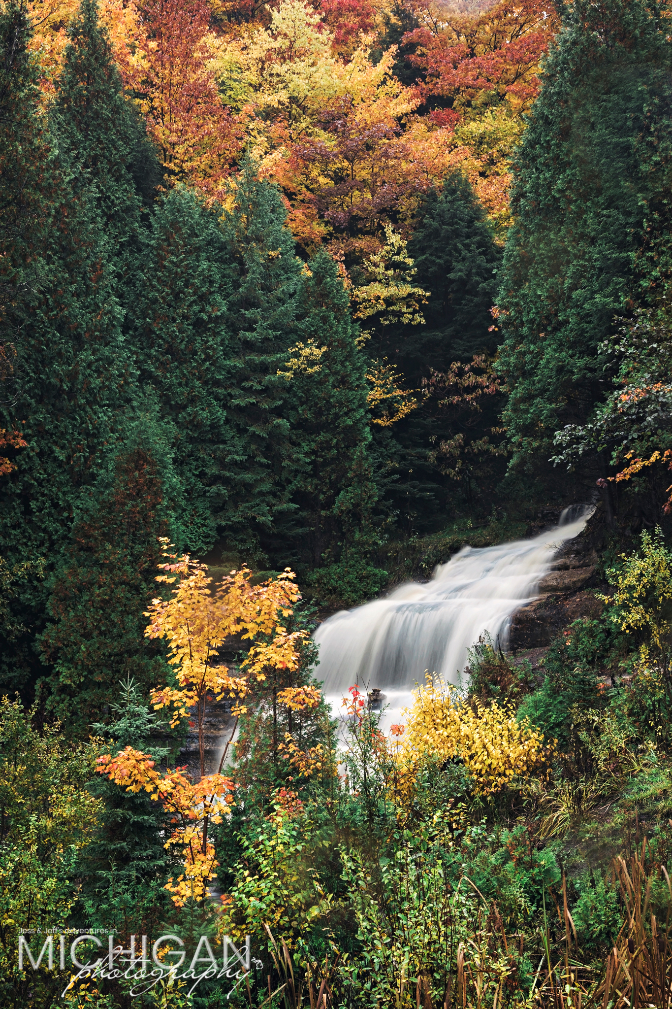 Alger Falls in autumn - Munising Waterfall